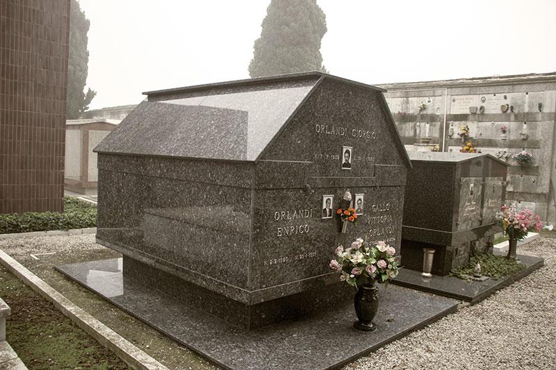 WEB_tomb1